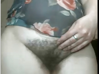 ARAB WIFE SHOWS HER HAIRY..
