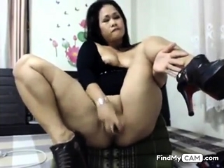 asian slut toying her..