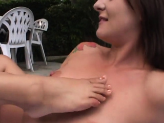 Outdoor pussy fraying fest..